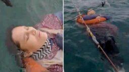 Mulher desaparecida há dois anos é encontrada viva boiando no mar
