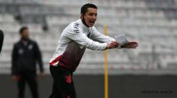 Para fugir da ZR, Athletico enfrenta o Internacional fora de casa