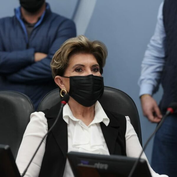 Pré-candidata a prefeitura de Ponta Grossa, Elizabeth Schmidt (PSD), concede entrevista para a Joven Pan