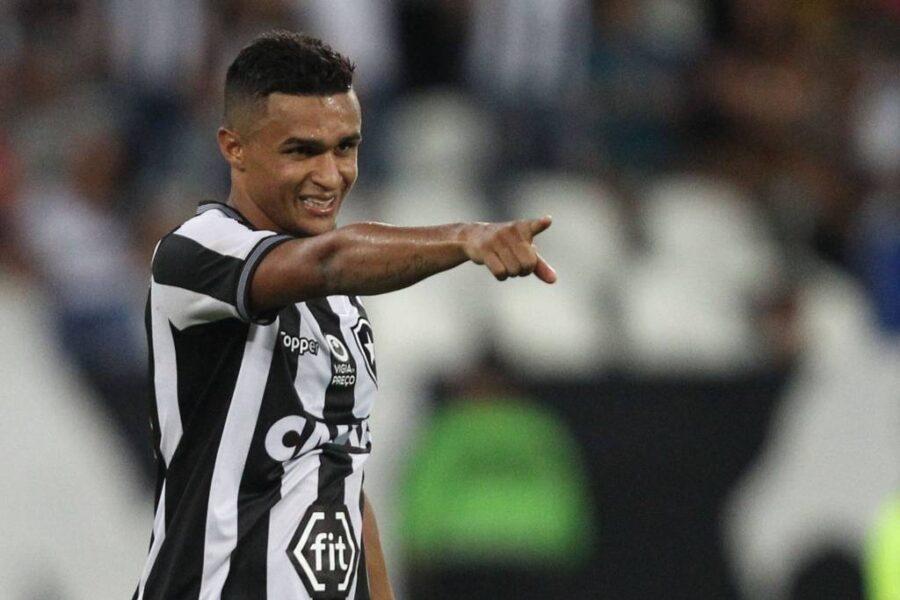 Erik fala sobre relação com a torcida do Botafogo e possível volta no futuro