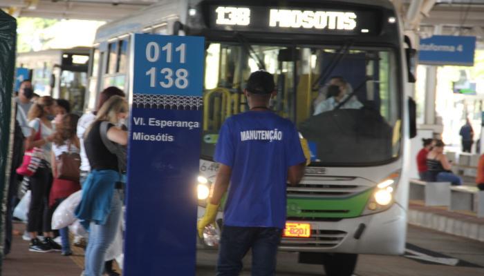 Greve dos trabalhadores do transporte público de Maringá continua suspensa