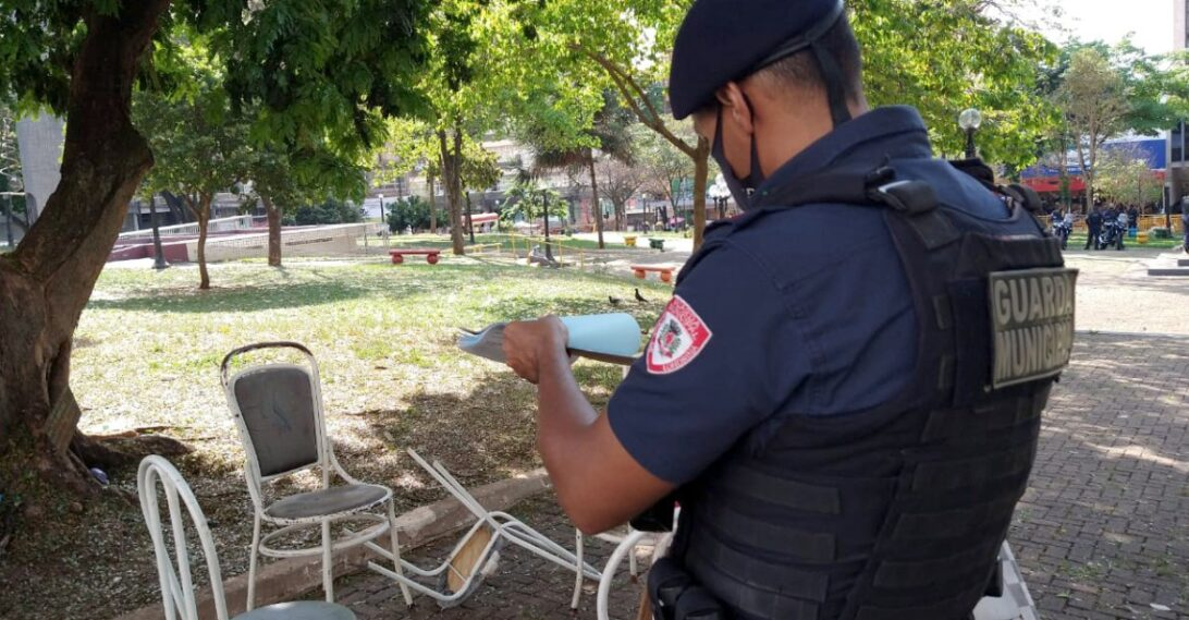 Guarda Municipal de Londrina interdita praça da Bandeira nesta quarta