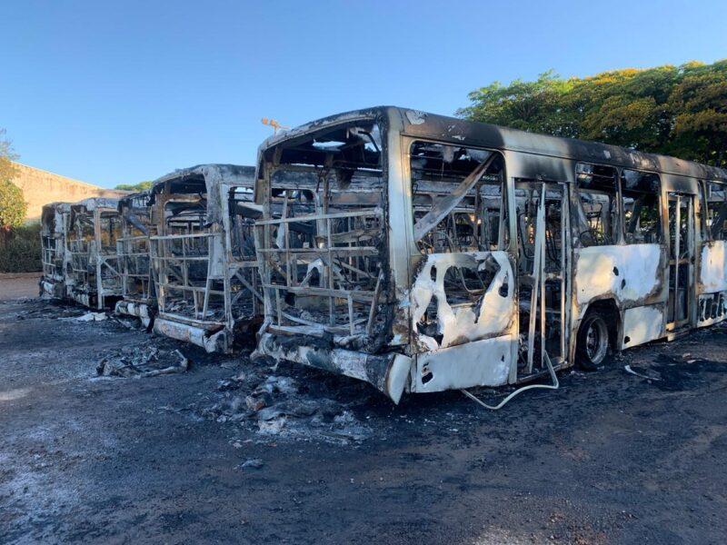 Incêndio destrói seis ônibus do transporte público de Sarandi: Polícia vai investigar o caso