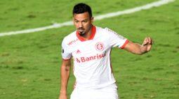 Internacional empata com um a menos e fica perto da classificação na Libertadores