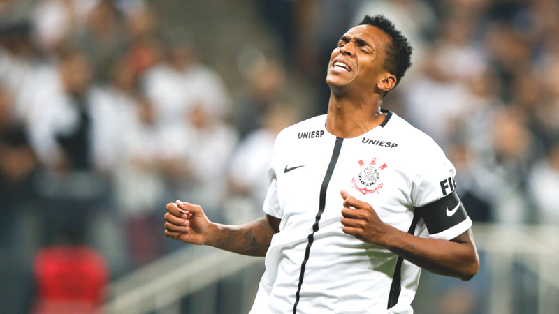 """STJD suspende Jô por 2 jogos por causa de """"ato hostil"""" contra zagueiro do São Paulo"""