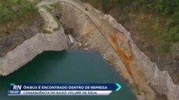 onibus encontrado  dentro de represa