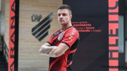 Athletico anuncia a contratação de Renato Kayzer