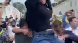 Vídeo: veja o momento que mulher faz dança sensual em cima do caixão do marido