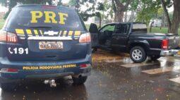 Veja o vídeo: PRF persegue caminhonete após assaltantes fazerem família refém, na BR-272