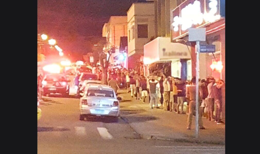 Policiais são filmados enquanto agridem jovens em Capanema; assista!