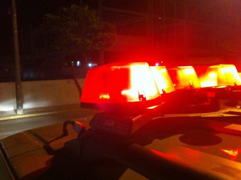 Homem embriagado tomba caminhonete com 11 pessoas dentro, em Ivaté