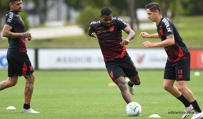 Fluminense x Athletico: onde assistir, escalações e arbitragem