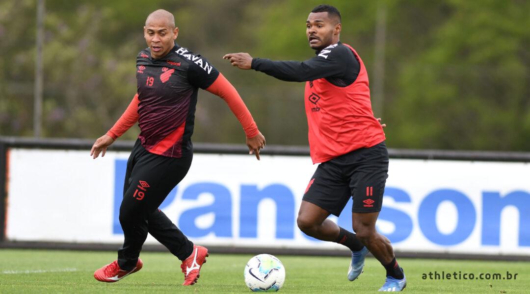 Athletico embarca para Goiânia com 23 jogadores; Confira a lista