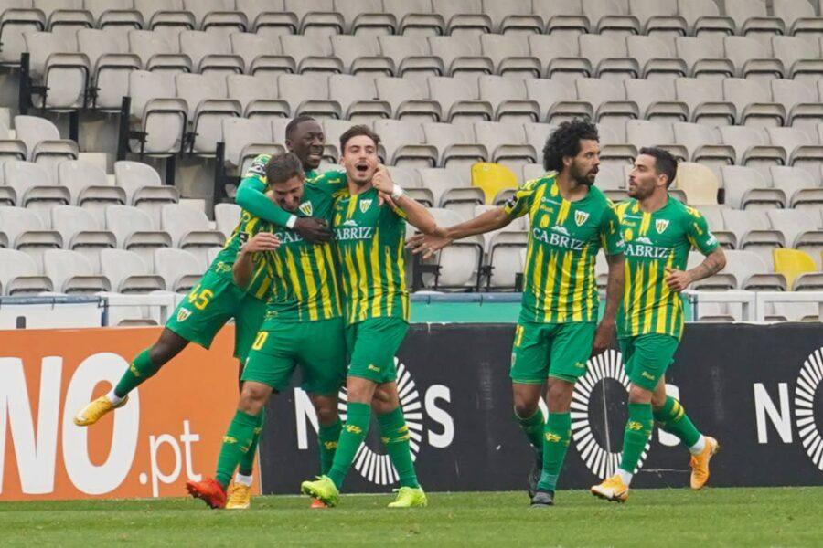 Tondela busca primeira vitória contra o Portimonense pelo Português