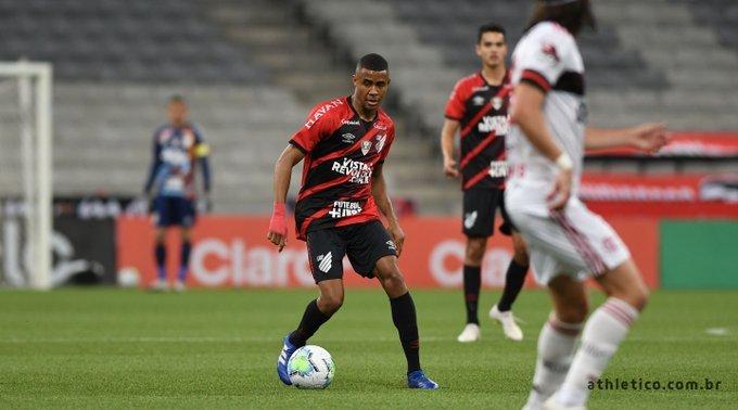 Flamengo joga para o gasto e vence o Athletico-PR pela Copa do Brasil