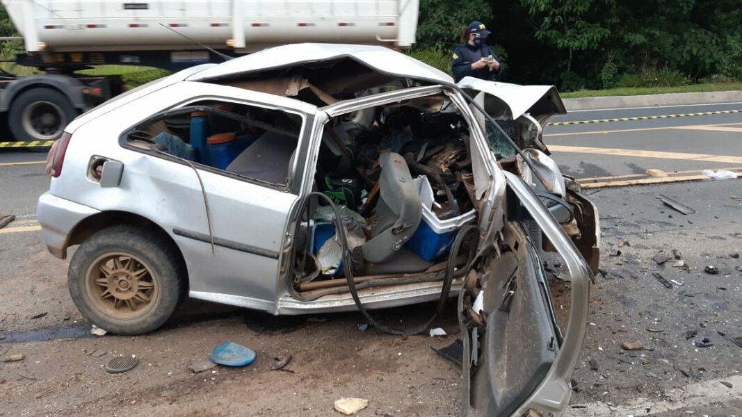 Acidente na BR-376 mata condutor e deixa veículo completamente destruído
