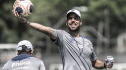 António Oliveira já está em Curitiba para fechar com o Athletico