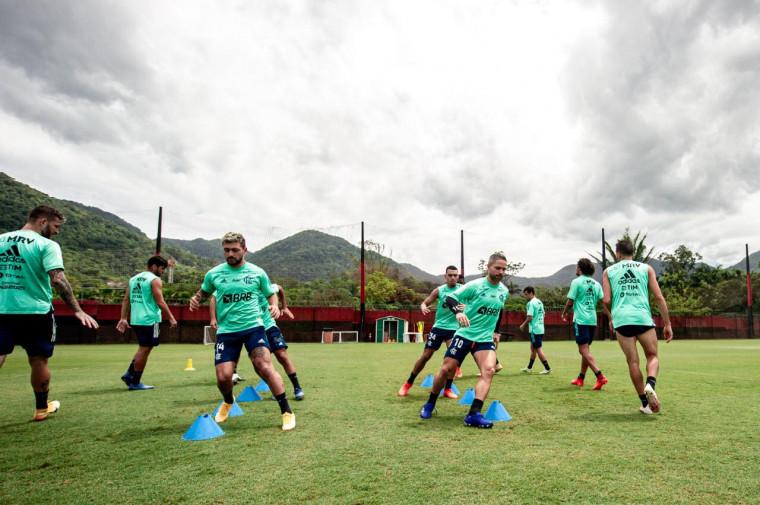 Com Arrascaeta em campo, Flamengo faz jogo-treino contra equipe sub-17