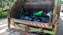 Idoso morre após ser atropelado por caminhão de lixo em Cambé