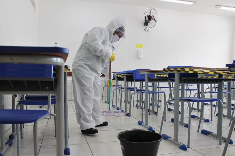 Aulas presenciais podem voltar em novembro no Paraná, diz governador Ratinho Junior