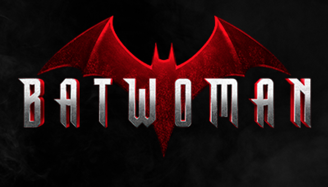 Batwoman: Vídeo do set revela Batmóvel e visual da nova heroína