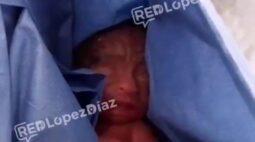 Bebê sobrevive por seis horas na geladeira do necrotério após ser declarado morto