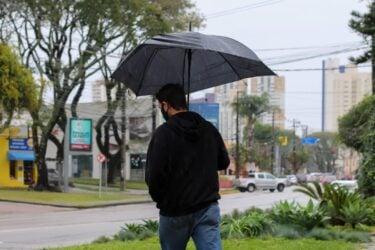 Chuva não dá trégua em Curitiba, região metropolitana e litoral