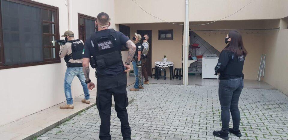 Polícia cumpre mandados contra organização que vendia cirurgias bariátricas do SUS