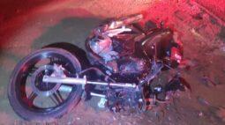 Motociclista morre ao colidir com bitrem, em Diamante do Norte