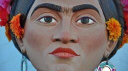 Com altar do Dia dos Mortos para Frida Kahlo, México lembra artistas mortos por pandemias