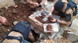 Polícia encontra drogas em uma caixa de esgoto no interior do Paraná