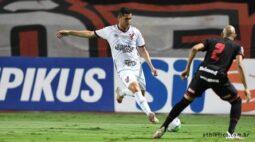 Com um a mais desde o primeiro tempo, Athletico apenas empata por 1×1 em Goiânia