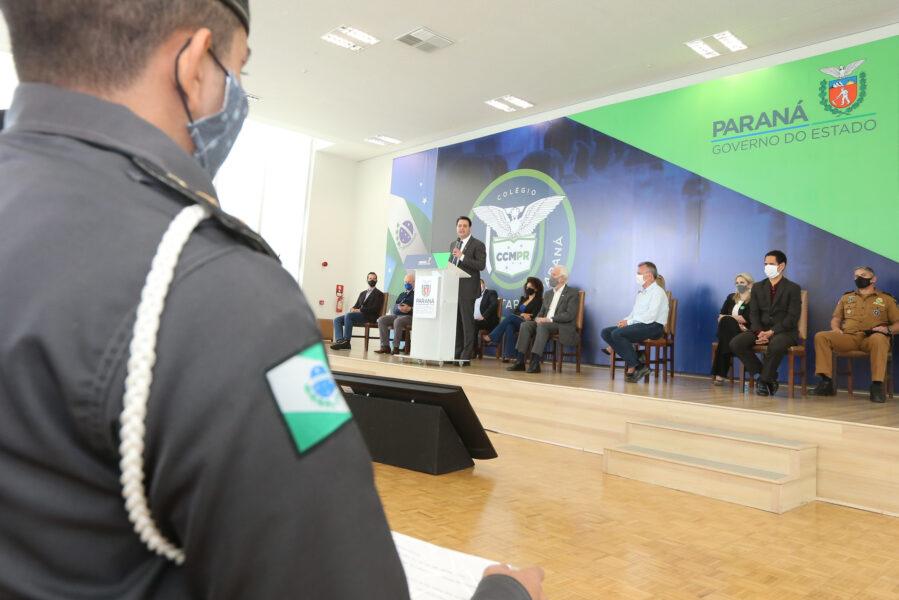 Veja lista das 215 escolas que podem se transformar em cívico-militares no Paraná
