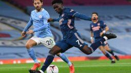 Manchester City vence clássico com Arsenal e respira no Inglês