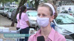 Grupo de voluntários distribui marmitas no Hospital do Câncer