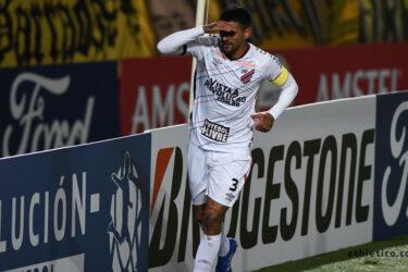 Athletico é derrotado por 3×2 em Montevidéu e se classifica em segundo lugar