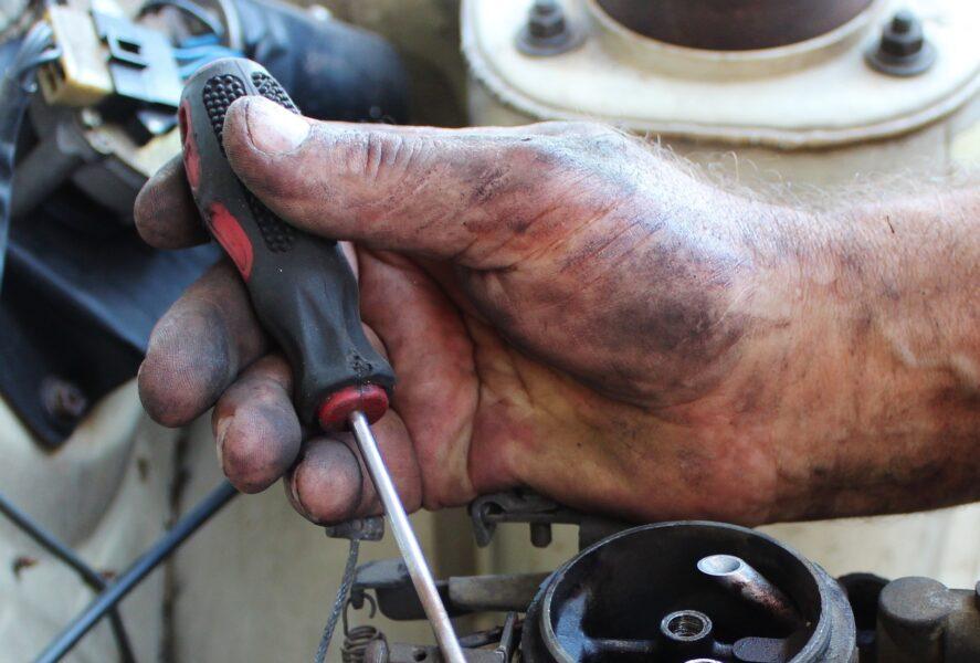 Dono de oficina mecânica é morto dentro de estabelecimento em Colombo