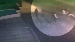 Motorista de aplicativo ataca passageiros com facão na Grande Curitiba