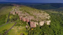 Parque Vila Velha permanece aberto para visitas durante o feriado