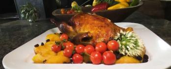 Pato assado com maças caramelizadas: aprenda a receita
