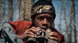 Stranger Things: Lucas aparece em foto da 4ª temporada em possível emprego