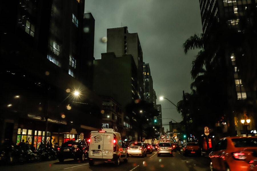 Temporal em Curitiba: dia virou noite na capital; veja imagens!