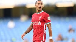 Thiago Alcântara segue como desfalque do Liverpool na Liga dos Campeões