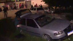 Vídeo: trem arrasta carro e deixa três feridos, em Curitiba