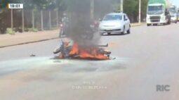 Após acidente moto pega fogo em Toledo