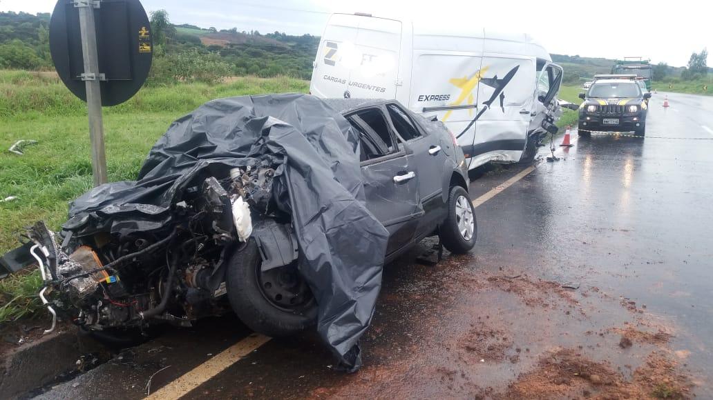 Duas pessoas morrem e quatro ficam feridas em acidente na BR-277