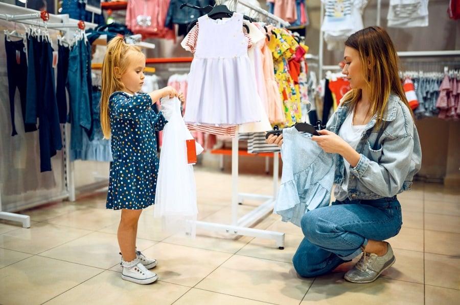 Podcast: É possível evitar que a cultura do consumismo influencie crianças e jovens?