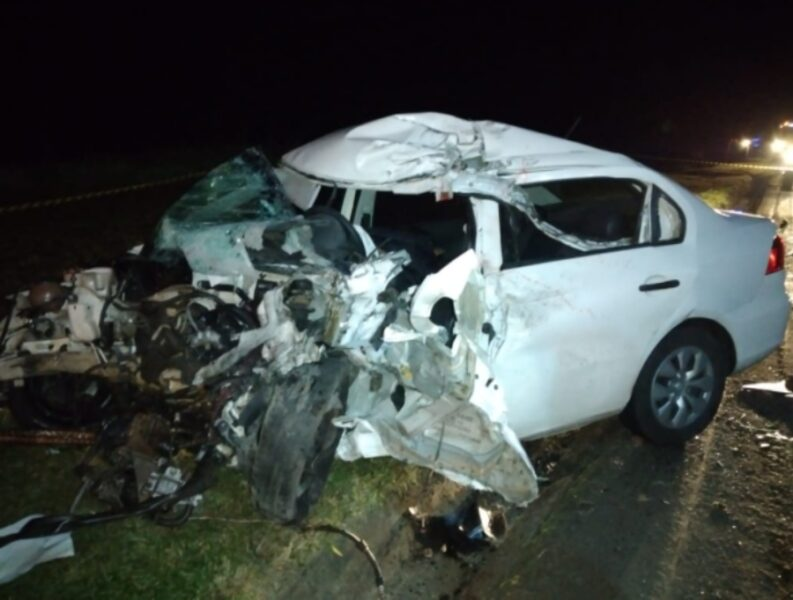 Homem morre após bater carro contra caminhão, na BR-277