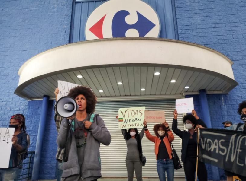 Vendas de hipermercados no dia 20 serão doadas para entidades ligadas à consciência negra, diz Carrefour