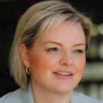 Conheça a candidata à prefeitura de Curitiba, Carol Arns